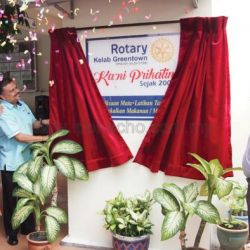 District Governor visits Rotary Club of Greentown