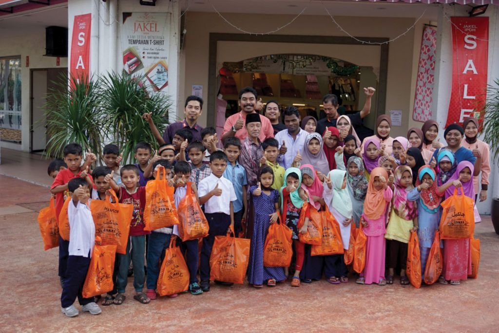 A Treat for Rohingya Kids