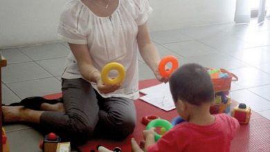 Photo of Aussie Volunteer Helps Children