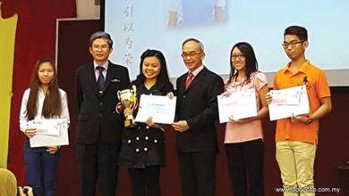 Photo of Yuk Choy's Award Day