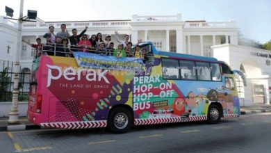 Photo of HoHo Bus Attracts Tourists