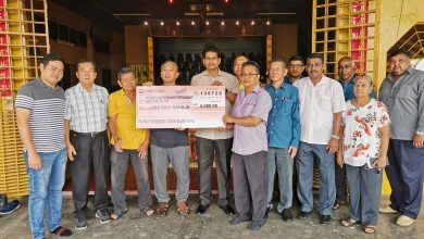 Photo of Buntong Assemblyman's Contribution to Temple