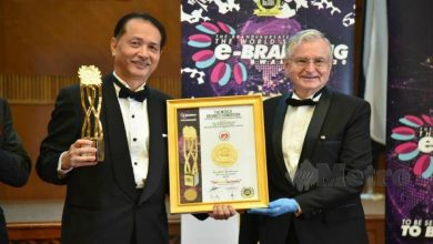 Photo of Dato' Noor Hisham and MOH Awarded by TWBF