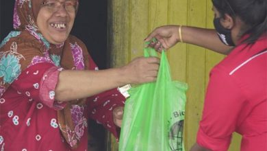 Photo of Kampung Muhibbah Residents Assisted by MB