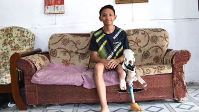 Photo of 16-year-old Helps Mum Despite Prosthetic Leg