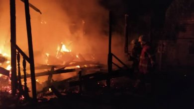 Photo of House on Fire at Kampung Jarau, No Victims Reported