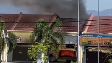 Photo of Eatery Consumed by Fire Near Bandar Seri Botani, No Victims Reported