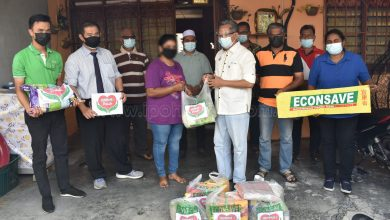 Photo of Two Taman Klebang Households Receive Food Aid from MBI and Econsave