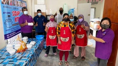 Photo of Soup Kitchen Distributes Food Packs to Residents Under COVID-19 Quarantine